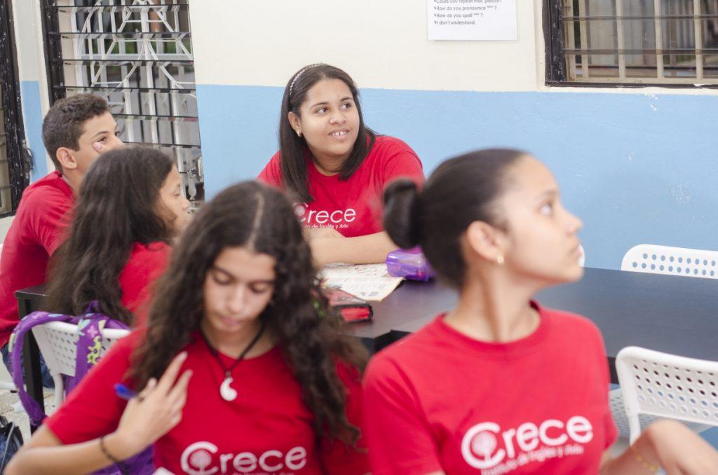 Estudiantes del Programa de Ingles Teens del Instituto Crece en San Juan de la Maguana